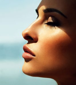 15 Best Tips To Get Glowing Skin In Summer Naturally
