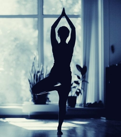 15-Simple-Tips-For-Practicing-Yoga-At-Home-ss