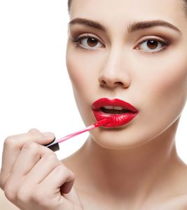 How To Apply Lip Gloss Perfectly – Step By Step Tutorial With Pictures