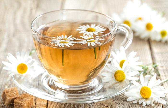 4.-Chamomile-Tea-And-Vinegar-Rinse