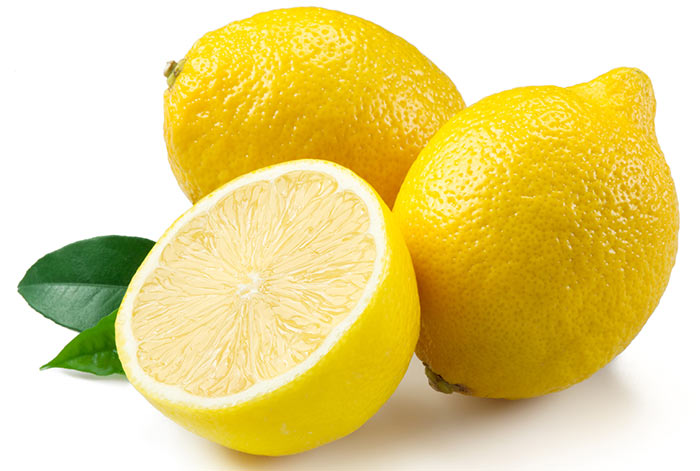 4. Curd And Lemon Face Pack