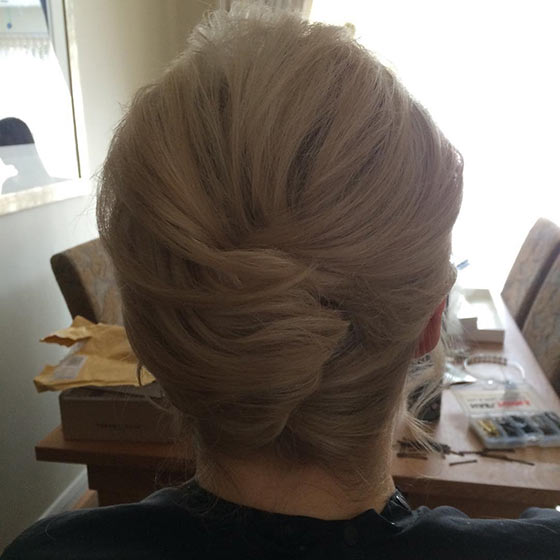40 quick and easy updos for medium hair the casual mini french twist solutioingenieria Images