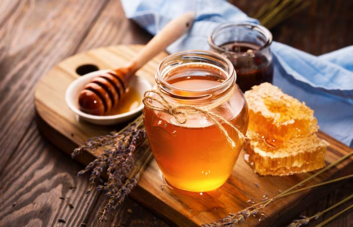 7. Honey And Green Tea Face Pack For Dry Skin