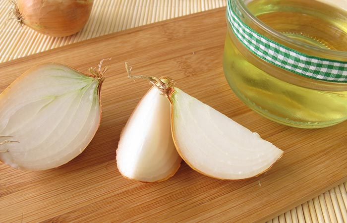 7. Onion Juice For White Hair