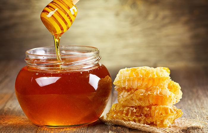 9.-Apple-Cider-Vinegar-And-Honey-For-Dandruff