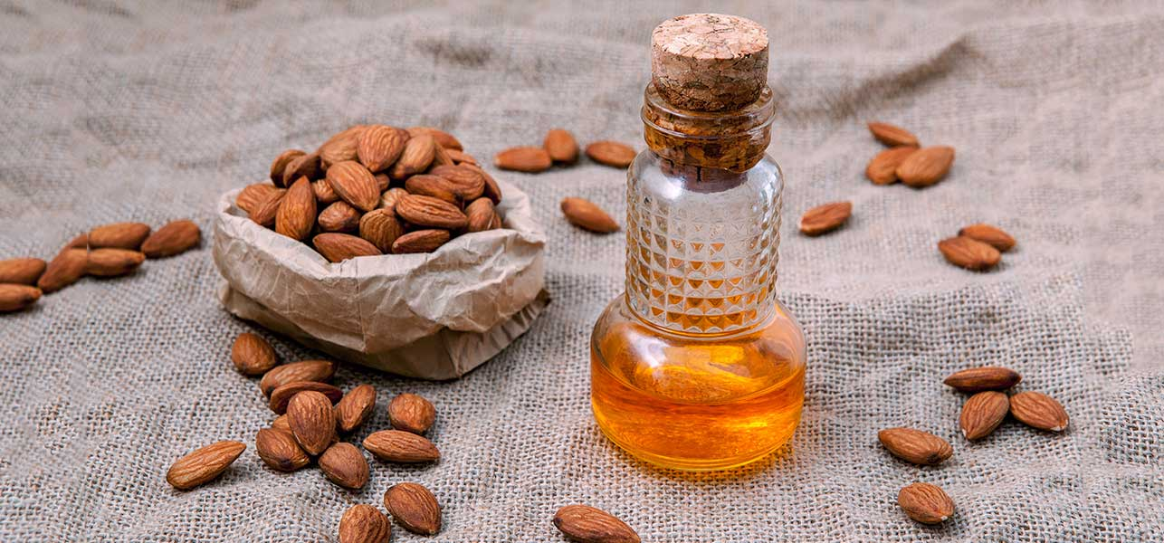 How-To-Use-Almond-Oil-To-Reduce-Dark-Circles