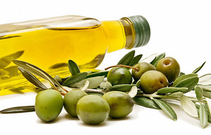 Olive-oil-for-Banana-hair-mask-recipe1