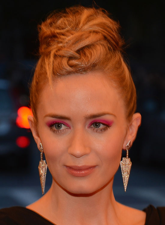 Smart,-Textured-and-Highly-Twisted-Topknot-Bun