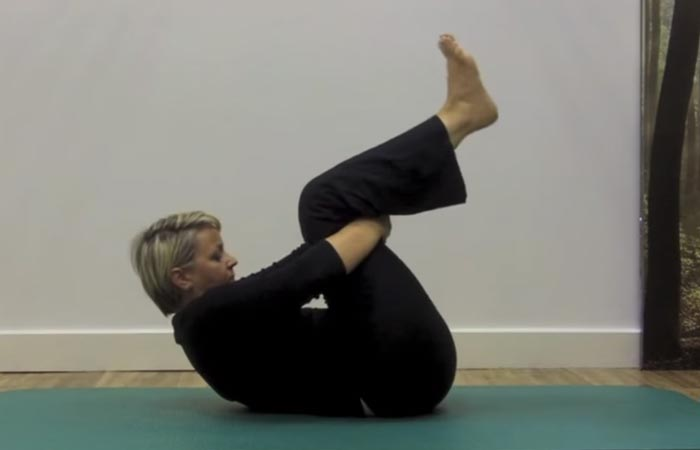 Thoracic Stretch – Rolling Spine