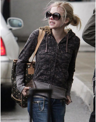 avril lavigne airport