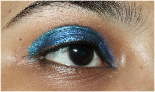blue eye pencil makeup