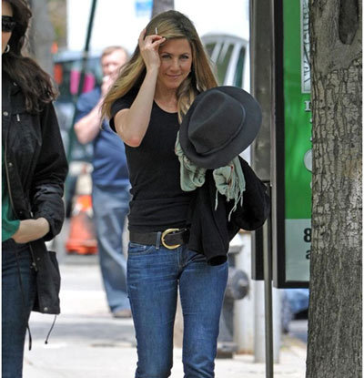 Cute And Smart Jennifer Aniston Without Makeup