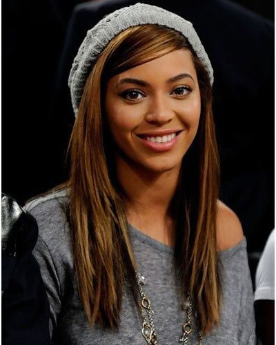 Beyonce just brushes a little mascara and some lip gloss to accompany this gray off-shouldered top. We specially love the woolen headwear; perfect accessory ...