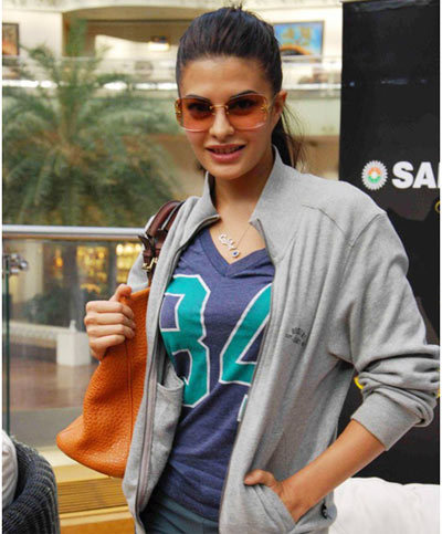 Jacqueline Fernandez Without Makeup at Shopping