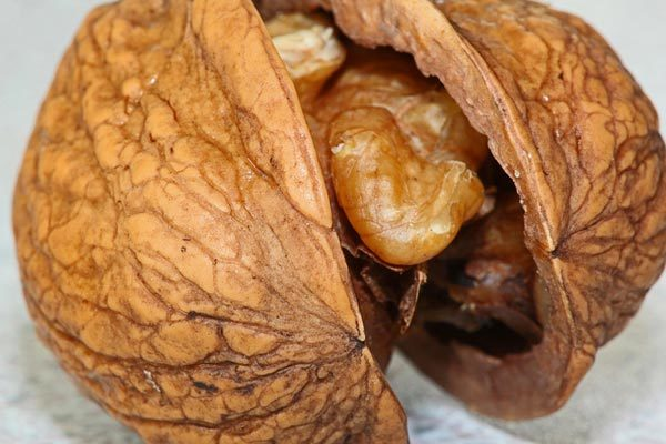 walnuts for skin and hair