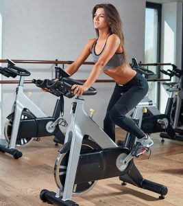 10 Benefits Of Spinning Exercise – Burn 600 Calories In 45 Minutes