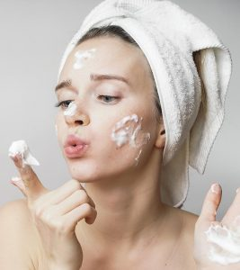 Best Face Washes For Sensitive Skin – Our Top 10