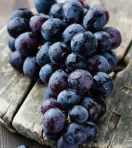 9 Powerful Reasons You Must Eat Black Grapes