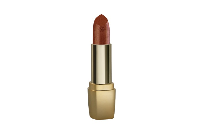 Best Coral Lipsticks - 7. Deborah Milano Atomic Red Lipstick 03