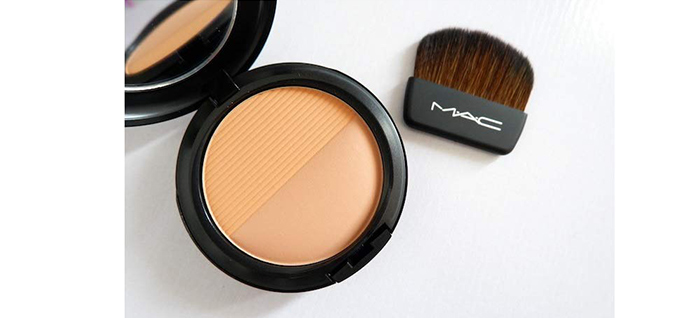 M.A.C. Studio Waterweight Pressed Powder