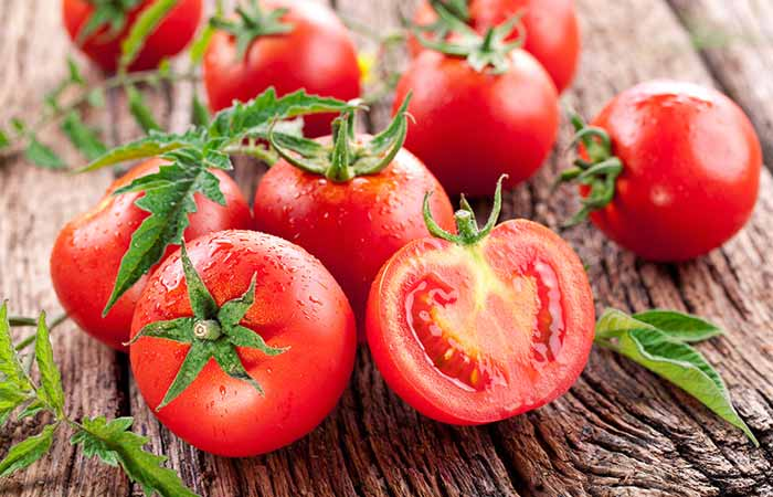 15.-Tomato-And-Honey-For-Acne