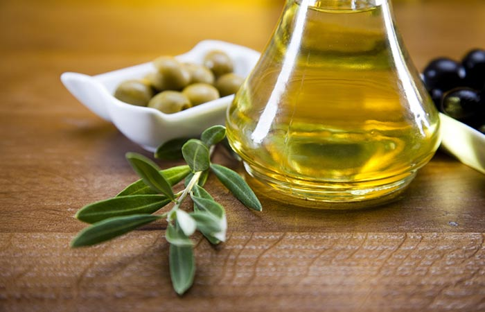 18.-Honey-And-Olive-Oil-Face-Mask-For-Acne