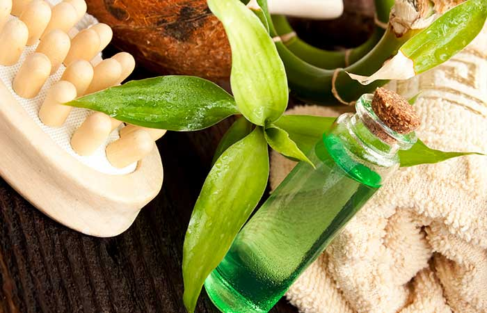 4. Tea Tree Oil And Green Tea For Acne