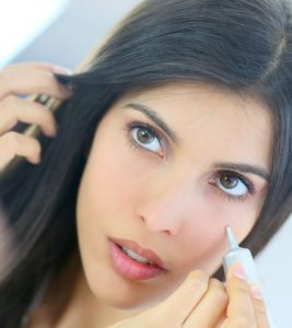 Best Concealers For Acne Scars – Our Top 10