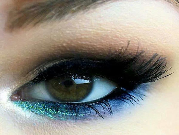 A Little Glitter Blue Eye Makeup Look