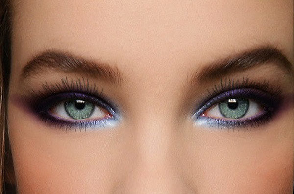 A simple Silvery Eye Makeup