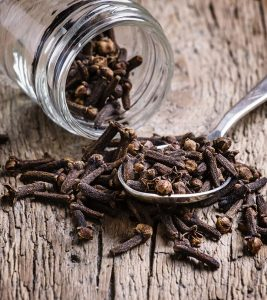 How-To-Use-Cloves-To-Take-Care-Of-A-Toothache
