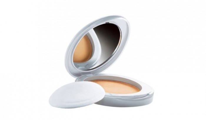 Lakme Perfect Radiance Intense Whitening Compact - Best Makeup Products For Oily Skin