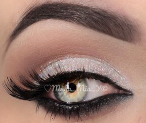 Muted White Lower Rim Fluttery Smoky Eyes