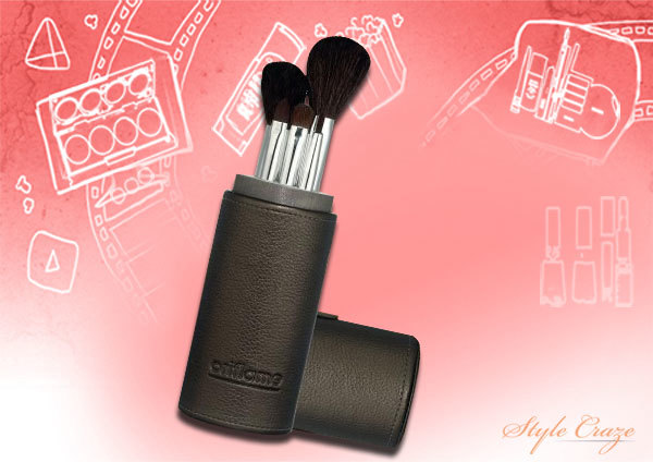 1. The Oriflame Makeup Brush Kit - Best Makeup Brush Kit in India