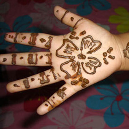 While flowers mehndi