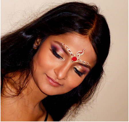Hindu Bridal Makeup - Eye And Cheek Makeup with Forehead Decoration
