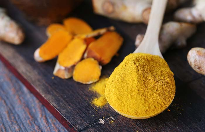 5. Turmeric Paste For Lip Pimples