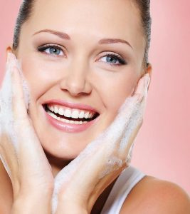Best Face Washes For Combination Skin – Our Top 10