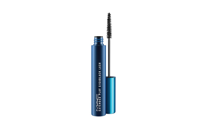d6724e56ebe The Extended Play Gigablack Lash mascara comes with a breakthrough  lightweight waterproof formula that creates beautifully defined lashes with  a petite ...
