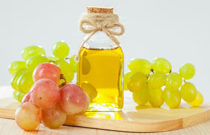 Grapeseed-Oil-For-Treating-Dandruff