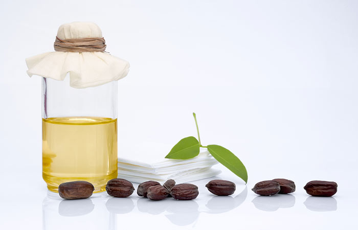 Jojoba-Oil-For-Treating-Dandruff