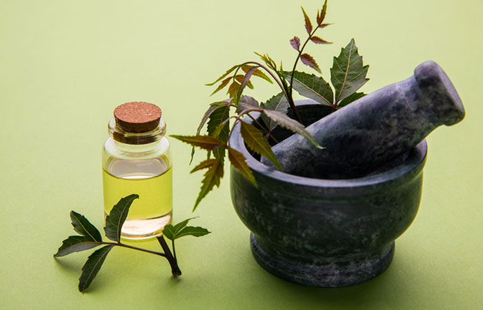 Neem-Oil-For-Treating-Dandruff