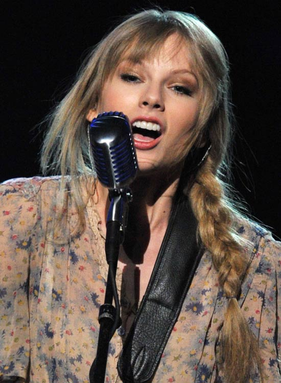 Taylor-Swift's-Hippie-Braid