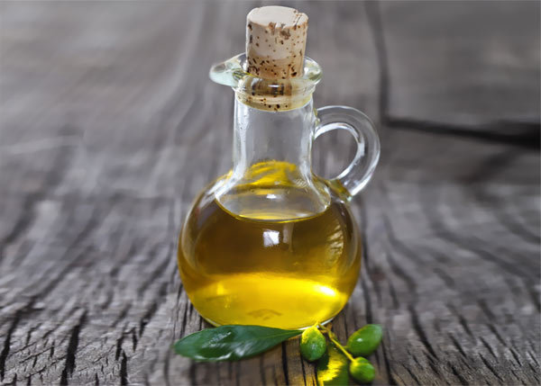 olive oil for treating dandruff