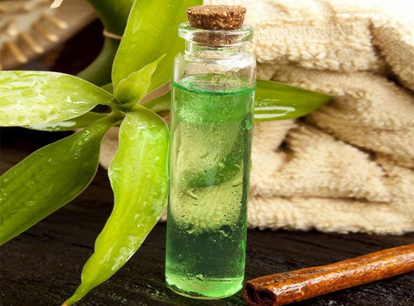 Tea-Tree-Oil-For-Treating-Dandruff