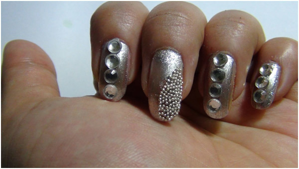 Silver Nail Art - Stick Caviar Beads on Middle Finger