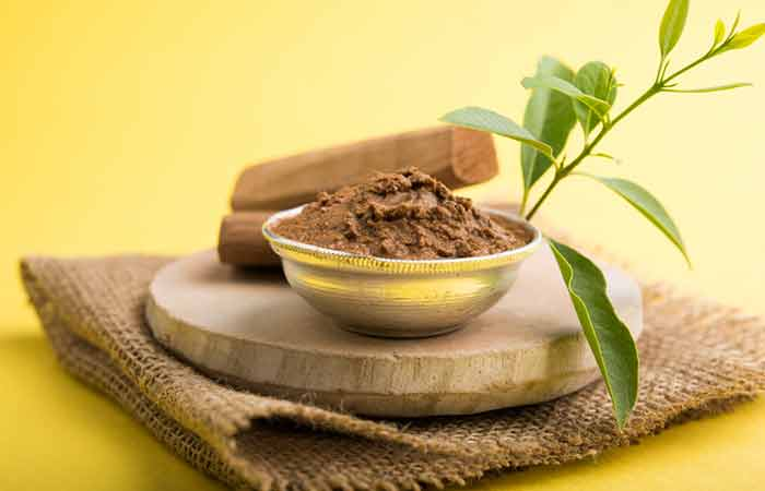 1. Sandalwood And Almond Powder