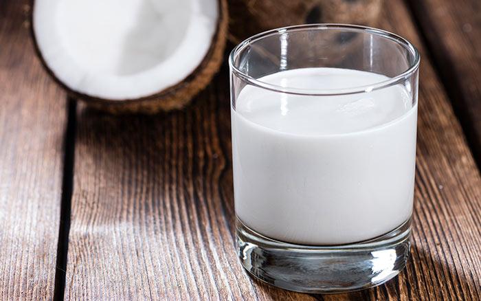 3. Coconut Milk And Henna For Hair
