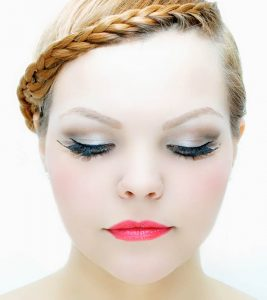 Top 10 Beauty Tips For Round Faces