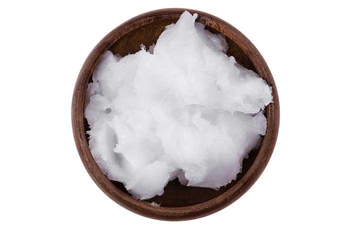 4. Fenugreek Seeds And Coconut Oil For Dandruff